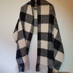 H&M blanket plaid scarf